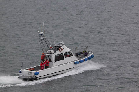 Boat carrying rangers away from Zaandam