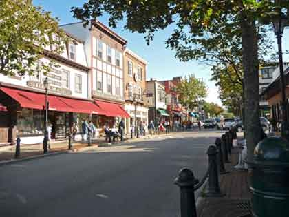 Street view of Bar Harbor