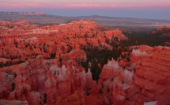 Sunset at Bryce Canyon Hoodoos are red