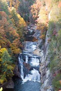 Water falls in Tallulah Gorge