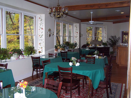 Dining area Lodge on Lake Lure