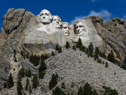 Figures of Washington, Jefferson, T. Roosevelt, and Lincoln at Mount Rushomre