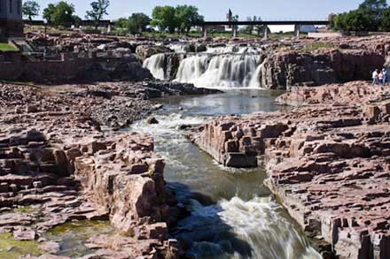 Water falls at Sioux Falls